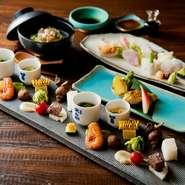 特別なおもてなしには夜のコースメニューを。兵庫県の野菜や魚をメインに使った、彩りの良い丁寧な料理の数々をいただけます。目で愉しみ、舌で存分に味わう。お客様に満足いただけること間違いなしです。