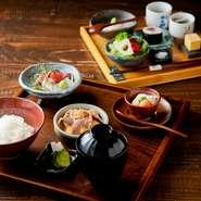 当店人気No.1。北野栄ゐ田の料理を凝縮した当店自慢のお膳です。美味しいものを少しずつ味わっていただけます。全部で2膳、約10品種の内容です。
