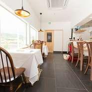 当店はフレンチレストランなので、お客様が身構えて入ってくるシーンも多々あります。テーブルマナーは二の次に、気軽に声をかけてコミュニケーションをとり、リラックスして食べてもらえるようにしています。