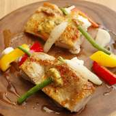 とろけるスパイスバターが美味しさを際立てる『柏産あじわい鶏のスパイスロースト』