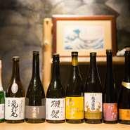 日本酒は定番からプレミアムなもの、地酒までさまざまな銘柄が揃います。ワインが種類豊富なのも、うれしいところ。極上の肉料理に合わせて好みの銘柄を選んだり、飲み比べしてみてはいかがでしょう。