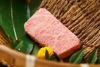 肩ロースから取れるお肉。ロースの中で最もサシが美しい部分