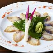 絶妙な酸味が鰻の持ち味をいっそう引き立てる名物『うなぎの酢〆 うら梅造り』