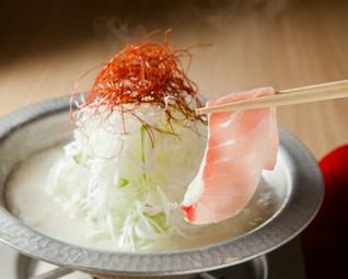 三崎港直送の鮪とイベリコ豚のしゃぶしゃぶが付いた特別コースご用意♪宴会に最適なコースとなっております