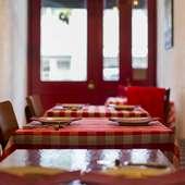 テーブルクロスなどは日替わりで模様替え