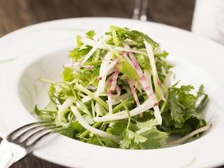 有機野菜を中心に使用。契約農家・牧場から信頼できる食材を入手