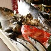 オーナー自ら仕入れる魚介は鮮度にこだわり、種類も豊富