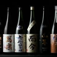 日本酒、焼酎の品揃えが豊富。1か月に一度、季節に合わせてお酒の内容が変えられるのも魅力の一つです。メニューにはのっていない隠し酒もあるので、興味のある方はお店の方にお声がけを。
