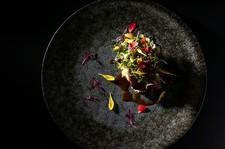 シェフの独創性と想像力を最大限に活かした料理とサービスで、上質なひとときを提供するコース