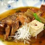 「博多がめ煮」や「あら(クエ)の煮付け」などなど、素材自体の味わいや特性を活かして、醤油やみりんなどで味付けしているメニューです。季節により異なる素材特性をよりよく味わってもらえる様、努力しています。