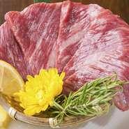 厚切りにカットされた極上の「タン」や、サシの美しさや上品な脂の甘みを感じられる「カルビ」など「松坂和牛」ならではの魅力あふれる部位を厳選。いつもよりワンランク上の焼肉をぜひご堪能ください。