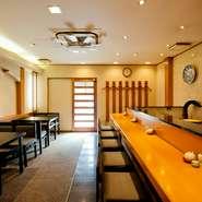 カウンター9席がメインのお店です。温かな雰囲気の中で、明石の魚を中心にした季節のお寿司を、存分に味わっていただけます。記念日などの大切なシーンにもぜひご利用ください。