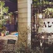 N.Y.の「リトル・イタリー」の雰囲気を再現した開放的な空間