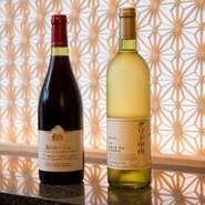 日本酒だけでなく、ワインも充実しており、足利ココファームワイナリーの『風のルージュ』、中央葡萄酒の『グレイス グリド甲州』など、国産ワインを厳選してラインアップ。やはり鰻料理とよく合います。
