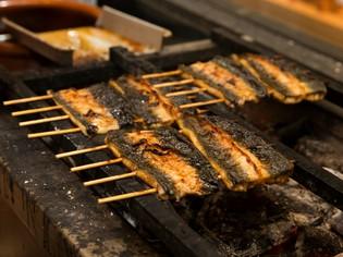 浜名湖産を中心に仕入れる鰻を本物の備長炭で香ばしく焼く