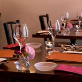 テーブル席は最大8名まで。