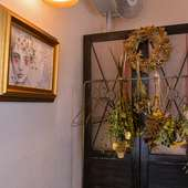店内に飾られるfabachieve/miyuki sugimoto氏の作品。