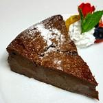 ジョアン併設店「サドワラベース」内にある「Sweet Bakery Samantha」のアップルパイをジョアン流にメニューインしました。アツアツのスキレットでテーブルにお持ちします。バニラアイスと生クリームでどうぞ1