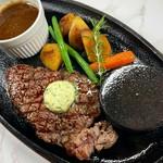 お肉料理とお魚料理の両方を食べれます。本日のサラダ、本日のスープ、お魚料理、お肉料理、デザート、1ドリンク、自家製フォカッチャ ※画像はイメージです。