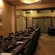 店は立席で45人、 着席で34人まで対応。京食材をはじめ選りすぐりの魚介、肉、野菜でつくる季節を楽しめるコース料理を用意します。日本酒、焼酎も充実。