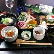 目にも美しいインスタ映え。季節の腕物、焼き物、デザートも付いたお値打ち価格のワンプレート御膳。