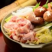 秋冬おすすめの鍋料理は、海鮮寄せ鍋、自家製つくね鍋の2種類