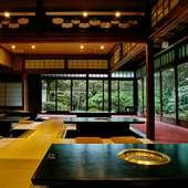 四季折々に姿を変える豪奢な日本庭園があなたをお出迎え