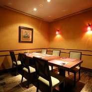 さまざまな中国料理に囲まれた上質なひと時は、接待や会食といった席にも喜ばれることでしょう。リクエストメニューはもちろん、四季折々の食材を使い、料理長の巧みな技で構築される『天河~テンガ』も最適です。