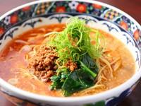 箸で切れ、ほどけるような柔らかさと豊かな香りを堪能できる『豚スペアリブ丸ごと香辣醤煮込み』