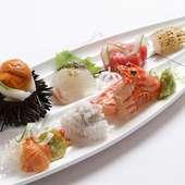 鮮度の高い旬の魚介の旨みがストレートに伝わる『季節の刺身 七種盛り』