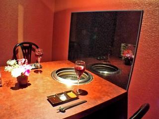 デート・接待に最適なテーブル席の個室を用意