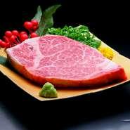 一頭の牛から、ほんのわずかしか取れない最高級の希少部位です。脂肪が少ないため、あっさりとした味わい。なかなか出会えない逸品です。