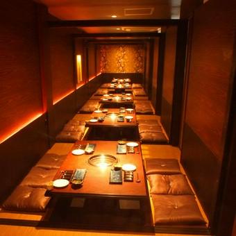 掘りごたつの完全個室で、最大50名までの宴会を