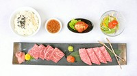 A5黒毛和牛「上カルビ」・A5黒毛和牛「上ロース」・特製白菜キムチ・サラダ・ライス