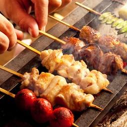 希少部位をメインにした串焼き盛り合わせと、当店自慢の水炊き鍋の両方をご満喫いただける豪華コース