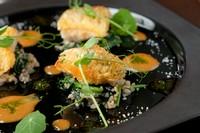 エビの香り豊かなクリームソースが美味『おすすめ鮮魚その日スタイル 甘鯛のウロコ焼 ビスクソース』
