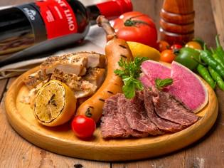 豪快な肉バルメニューをお手軽価格でご提供
