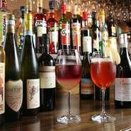 料理によく合うワインが豊富。お気に入りの銘柄に出合えるかも