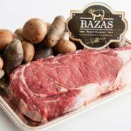 魚介類や野菜にこだわるのは当然ですが、今最も注目している食材のひとつが、フランス・ボルドーのバザス牛。脂が少ないため赤身の美味しさが際立つ一方で、繊細な火入れを要求される牛肉です。