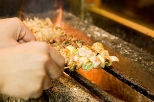 新鮮地鶏を使用した自慢の「串焼き」