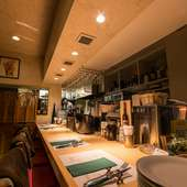 深夜2時まで営業。仕事の帰りにもゆっくりと過ごせるレストラン