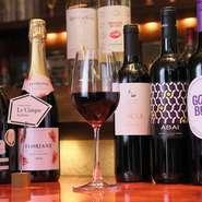 気軽に楽しめるカジュアルなものから、希少価値の高いものまで、いろいろなタイプのワインが揃っています。ワインをメインにして、それに合わせた美味しい料理を軽くいただくといった使い方もできるレストランです。