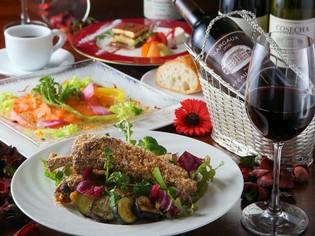 旬の野菜や目新しい食材を積極的に活用してテーブルに彩りを