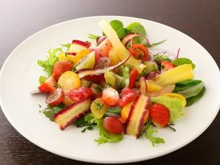 何といっても『有機野菜と季節のフルーツのサラダ』