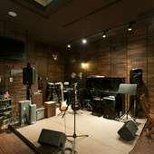 アコースティックライブにもぴったりの音楽空間。音響設備も完備