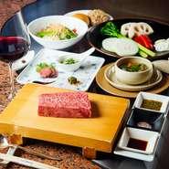 魅惑の神戸ビーフを味わえる、基本のおすすめコース。神戸ビーフの中でも選び抜かれたお肉が使用されており、口の中でとろけます。3日かけてじっくりと煮込んでつくられるオックステールスープも絶品。