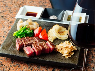 最優秀賞受賞・神戸ビーフ雌牛のロース肉をステーキで提供
