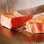 特選黒毛和牛 シャトーブリアン ブルーチーズソースと黒岩塩、ステーキソース