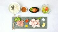 六白黒豚「豚カルビ」・国産鶏もも・特製白菜キムチ・サラダ・ライス