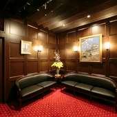 待ち時間も苦にならない、落ち着いた雰囲気の待合室